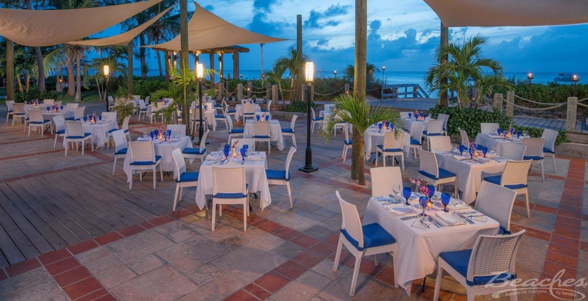outside-dining-beaches-resort-turks-caicos