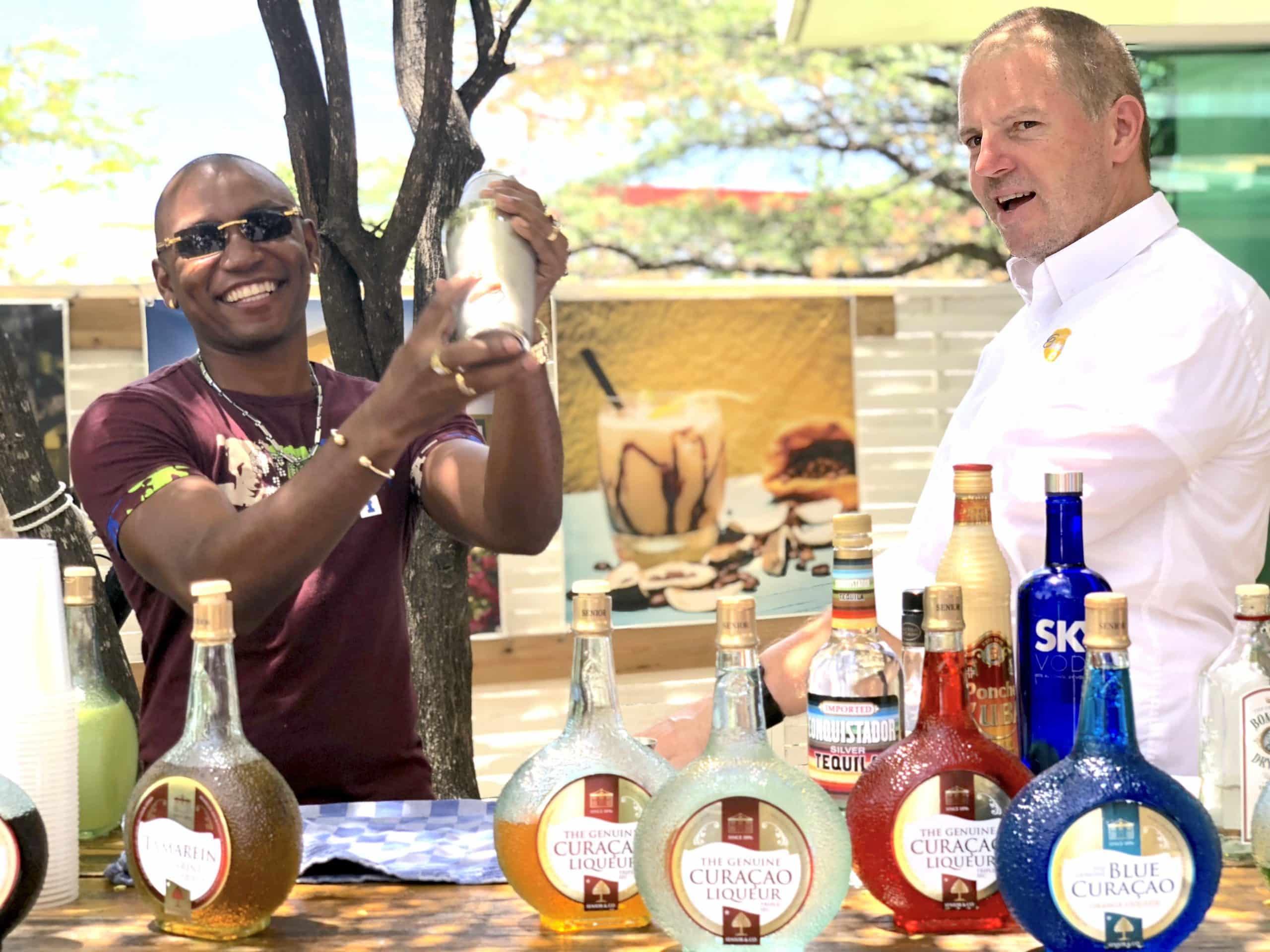 Curaçao-cocktail-lesson-Landhuis-Chobolobo-blue-Curaçao-distillery