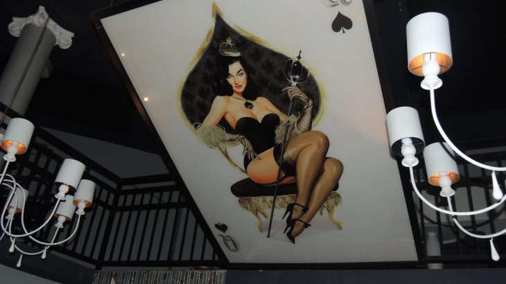 pin-up-decor-speakeasy-bar