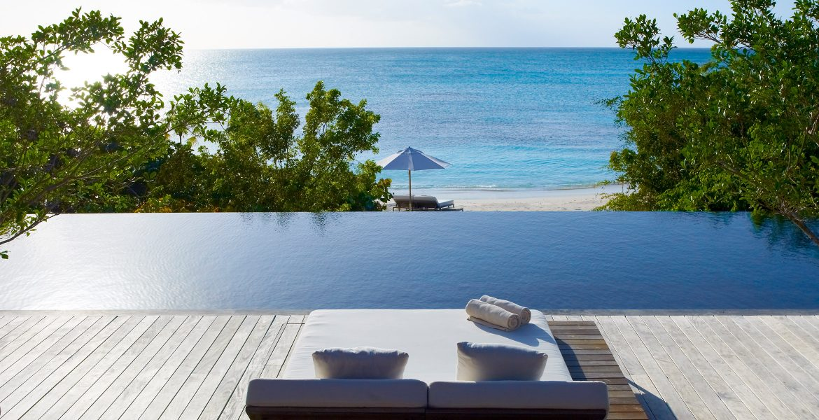 infinity-pool-como-parrot-cay-resort