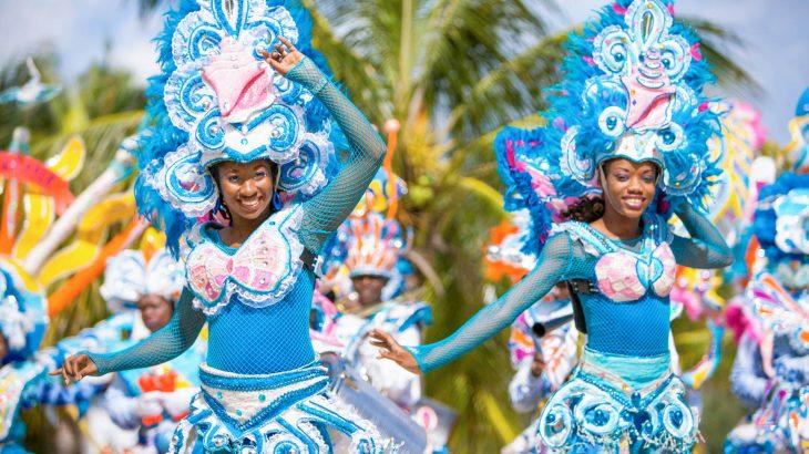 junkanoo-dancers-bahamas-blue-outfits