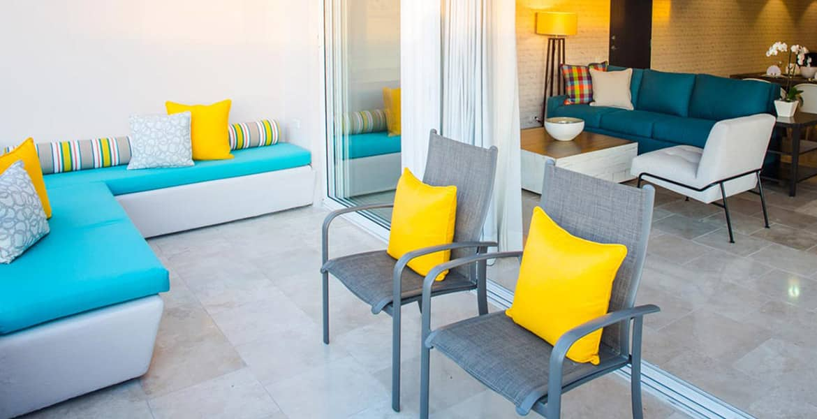 resort-suite-patio-grey-chairs-yellow-pillows