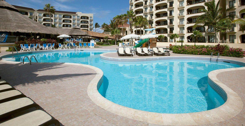 hotel-clear-blue-pool