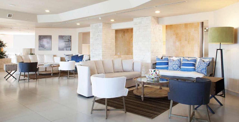 hotel-lobby-white-furniture