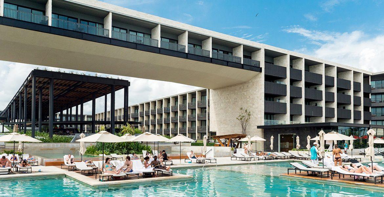 resort-pool-building-behind