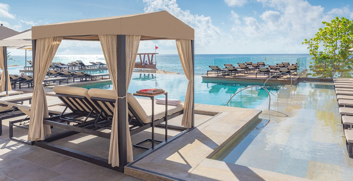 resort-pool-with-cabana