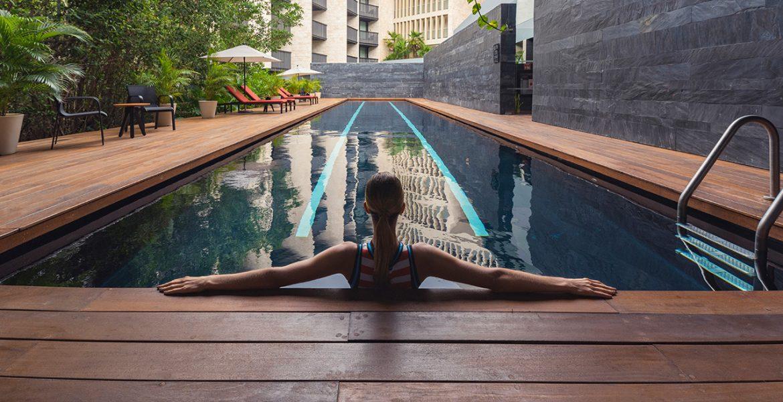 woman-sitting-in-resort-pool
