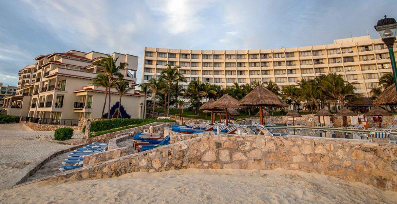 beach-hotel-tiki-umbrellas