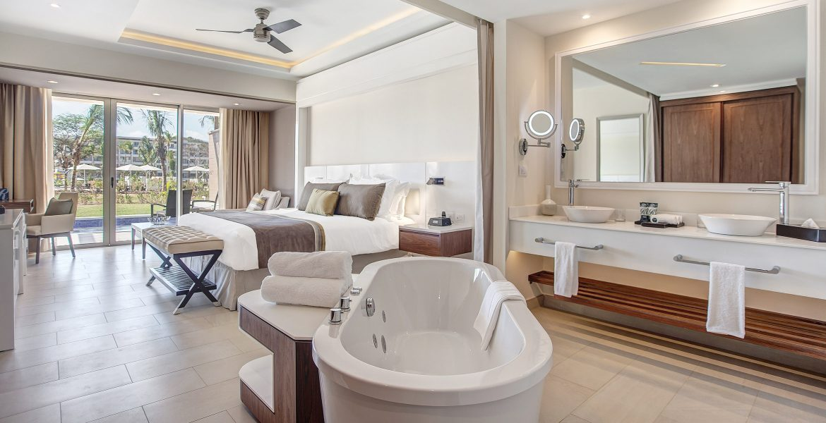 resort-suite-spa-tub-in-room-white-bed