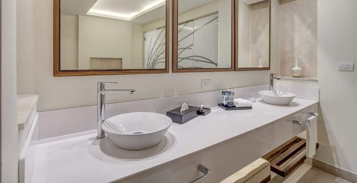 resort-suite-bathroom-white-bowl-sink