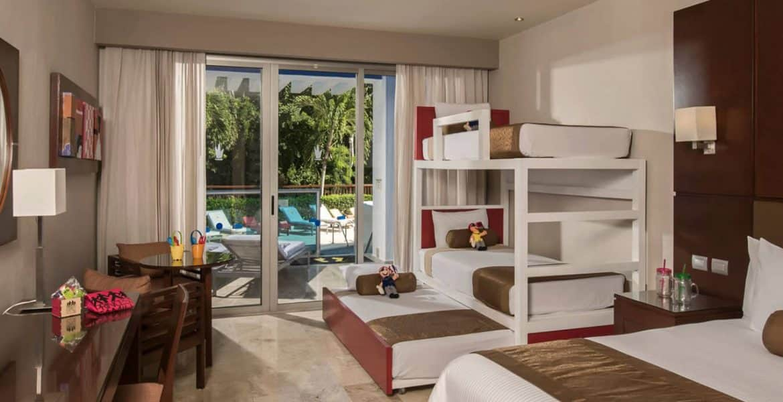 resort-suite-bunk-beds-balcony