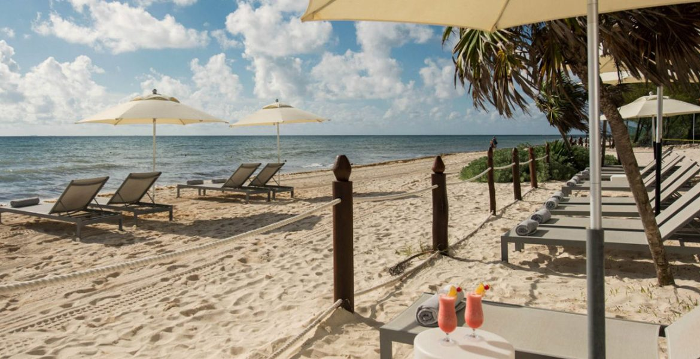 resort-beach-loungers-white-sand