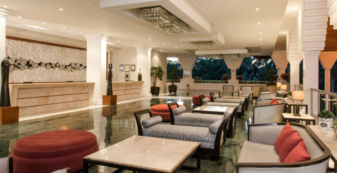 resort-lobby-tables-loungers