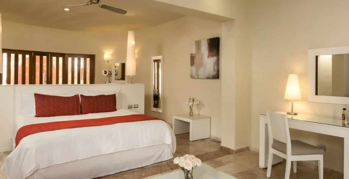 resort-suite-with-white-bed