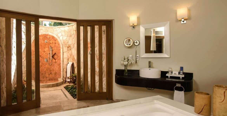 fancy-resort-bathroom