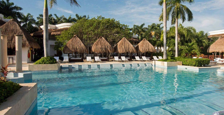 resort-pool-with-tiki-umbrellas