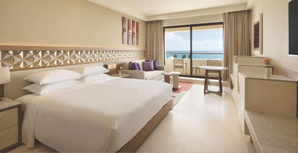 hotel-suite-white-bed-ocean-view-balcony