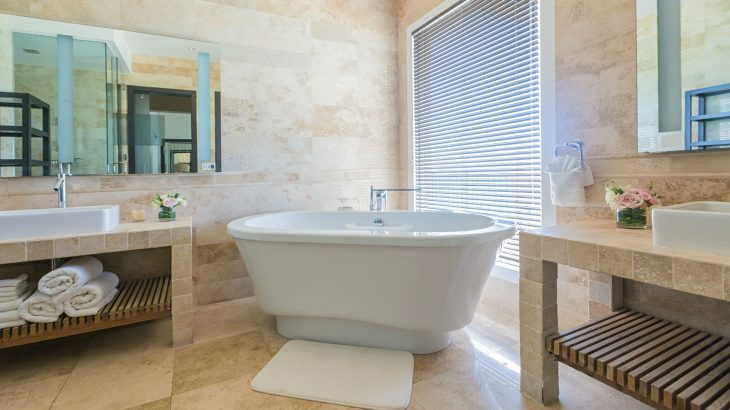 luxury-suite-bathroom-tub