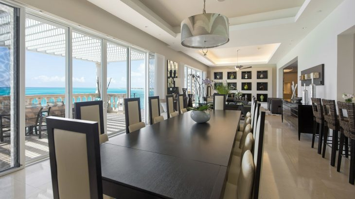 luxury-suite-dining-table