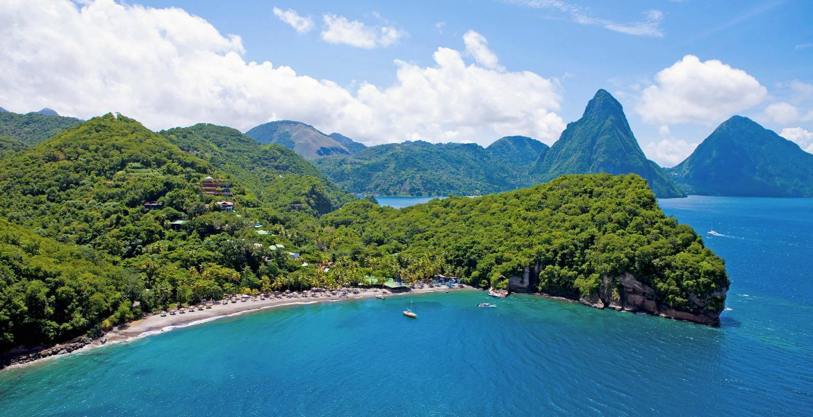 blue-cove-green-mountains-pitons-mountains-st-lucia