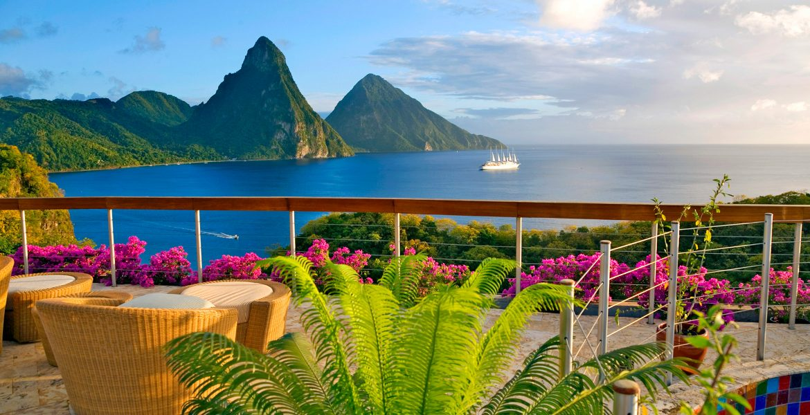 pitons-mountains-st-lucia