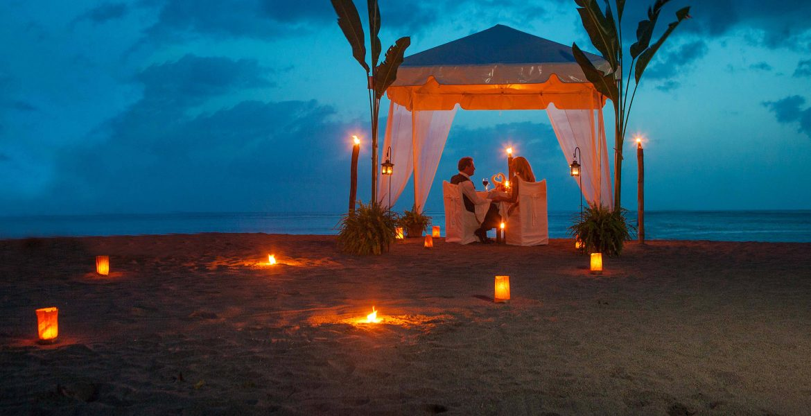 dinner-on-beach-sunset-in-tent