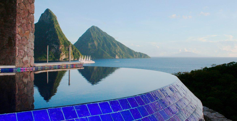 infinity-pool-jade-mountain-resort-overlooking-pitons-peaks