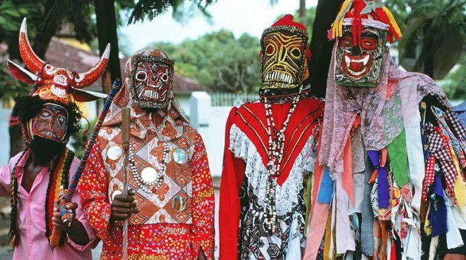 bahamas-junkanoo-costumes-masks-glitter