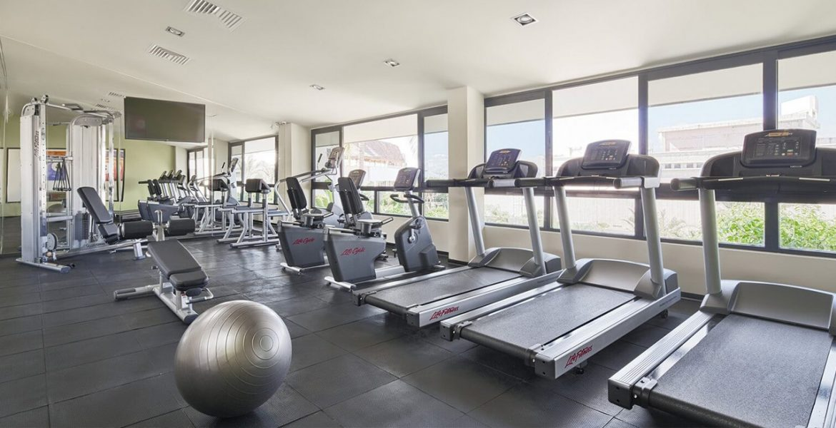 resort-gym-treadmills-facing-windows