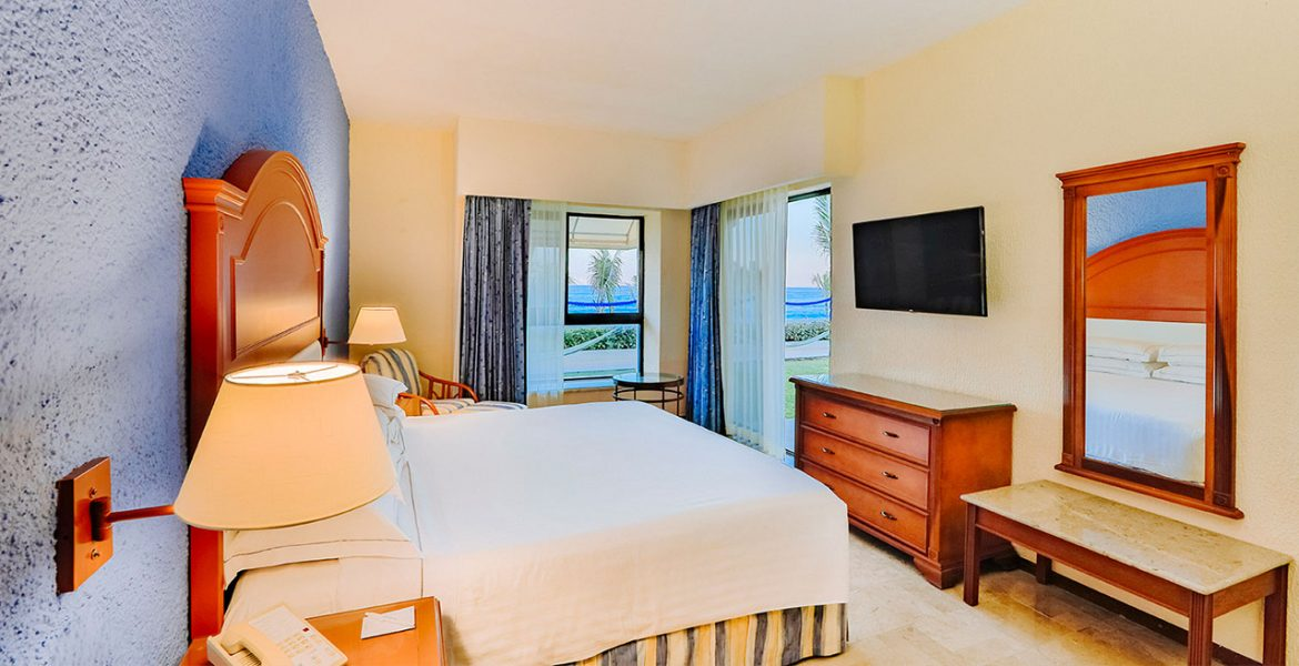 resort-suite-bed-dresser-tv