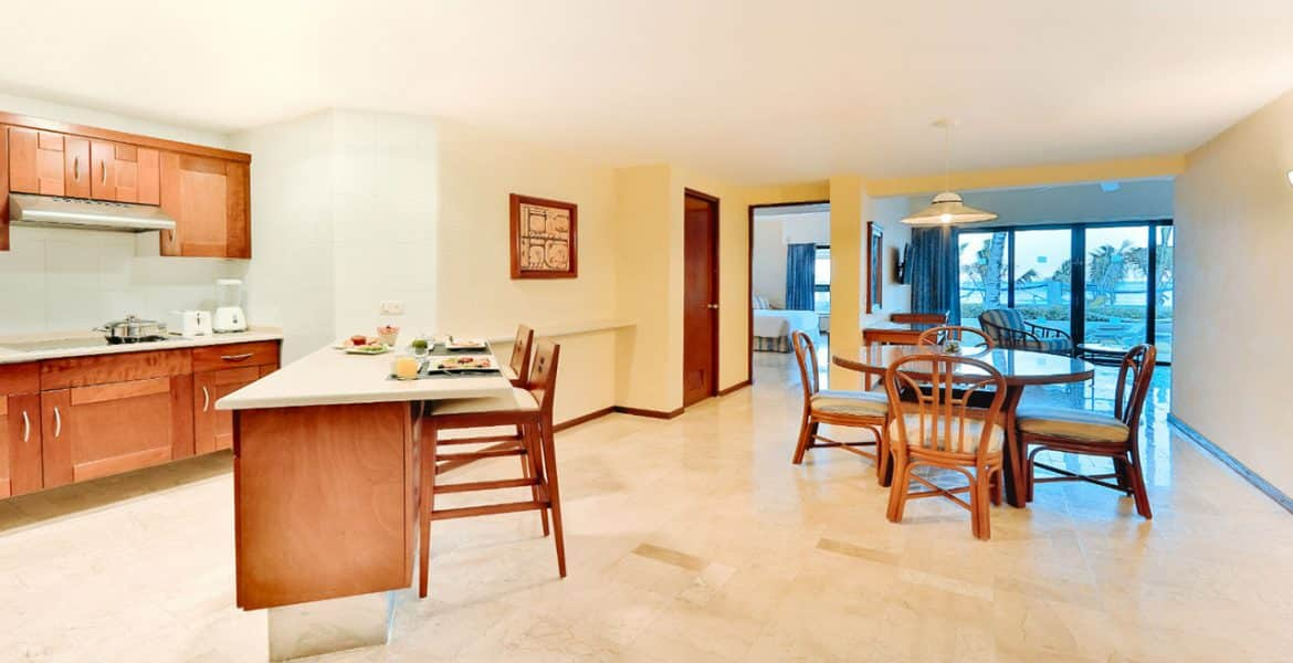 resort-suite-kitchenette-sitting-area