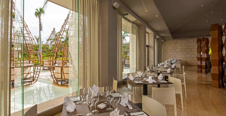 elegant-dining-room-resort