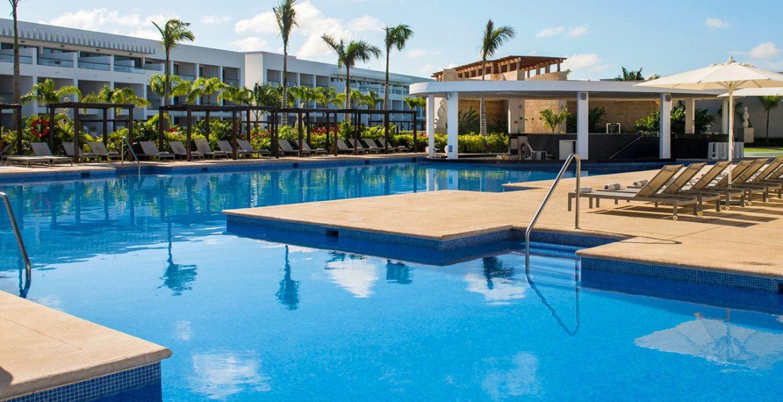 resort-pool-platform-palm-trees