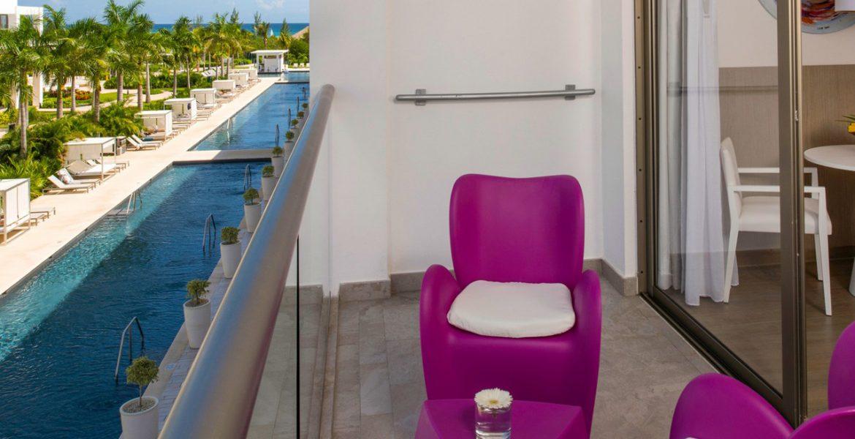 resort-patio-fuschia-chairs