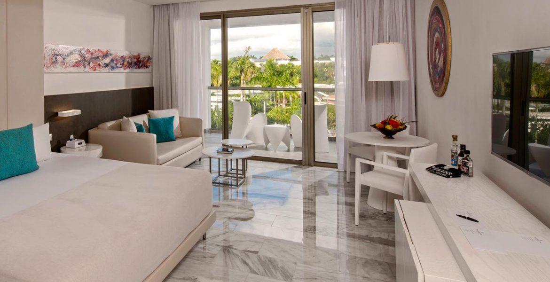 resort-suite-marble-floors-balcony
