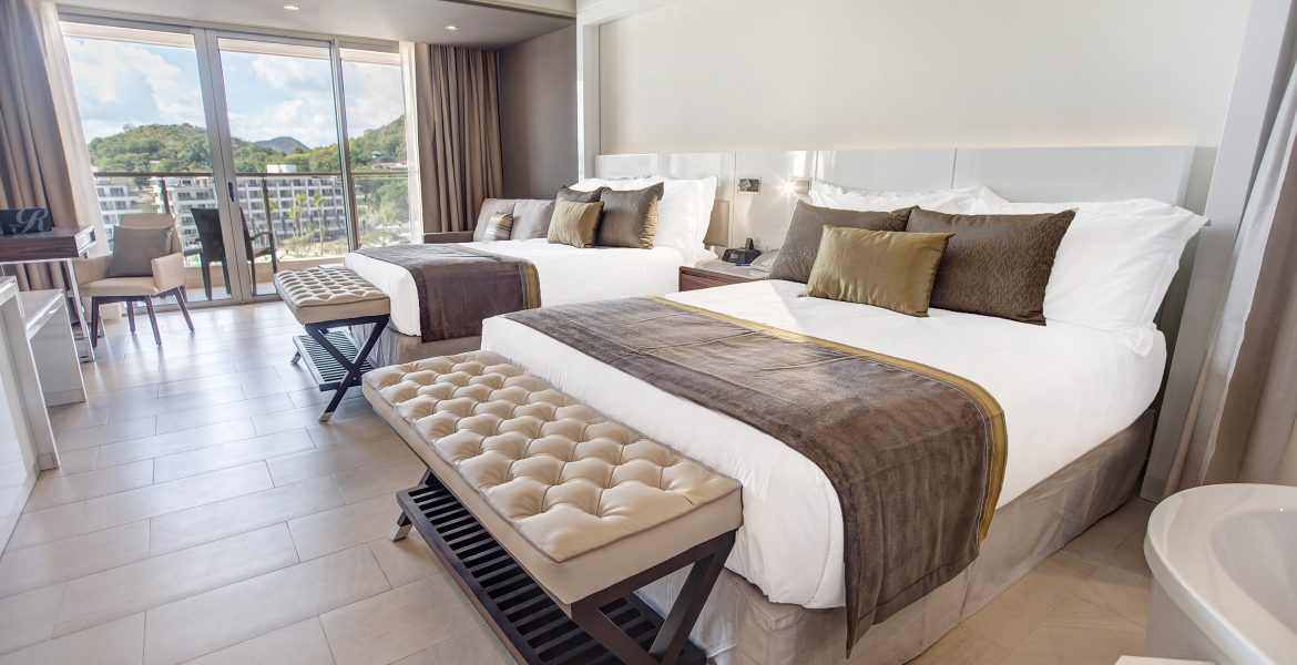 luxury-bed-resort-suite-glass-windows
