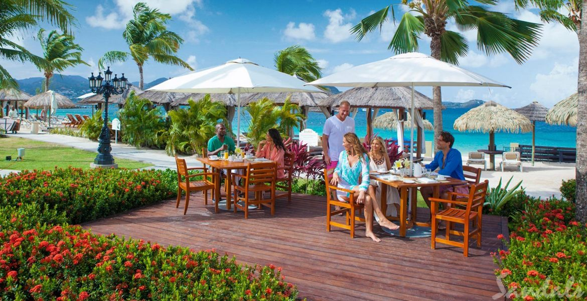 beachfront-dining-couple-sandals-grand-st-lucian