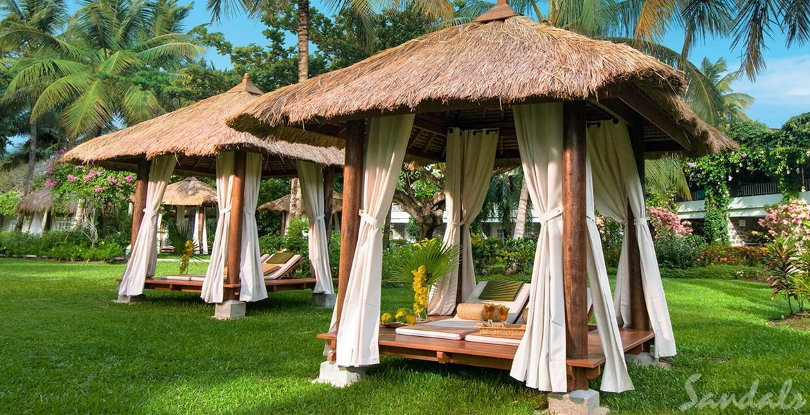 cabanas-on-grass