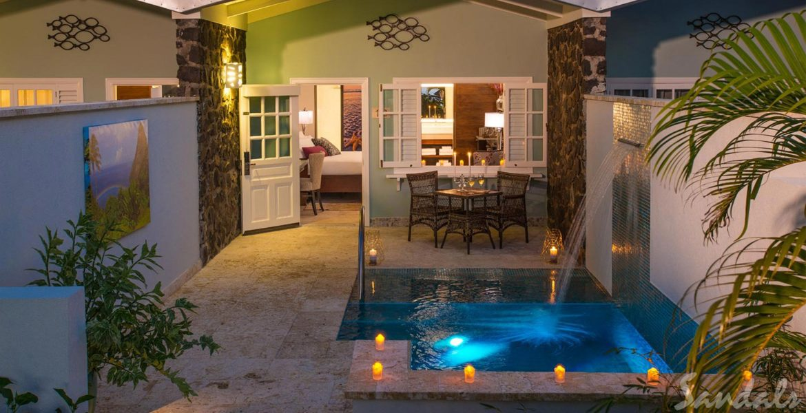 resort-suite-patio-private-pool