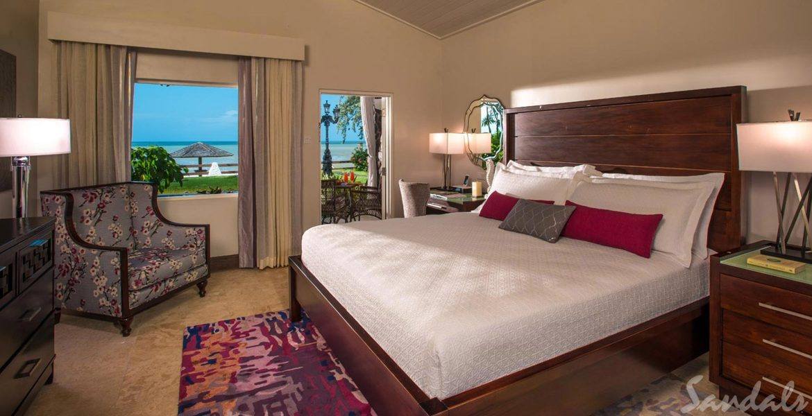 resort-suite-plush-bed