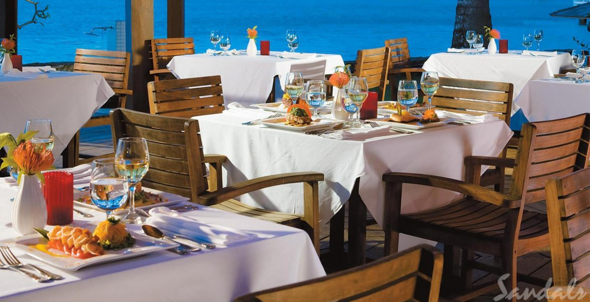 ocean-front-dining-blue-water