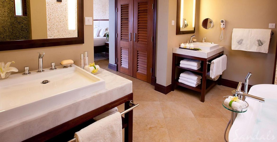 hotel-bathroom-granite-counters-white-towels