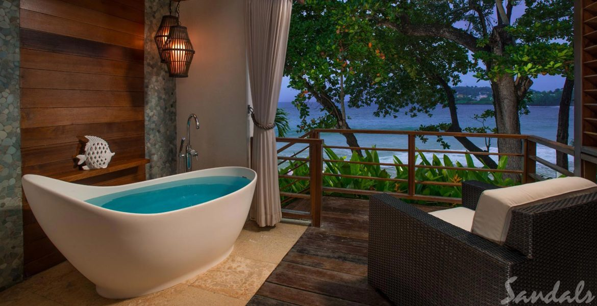 private-tub-balcony-overlooking-ocean