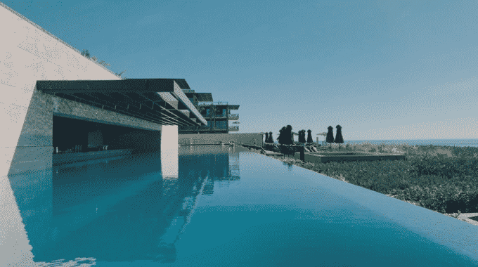 blue-infinity-pool-overlooking-green