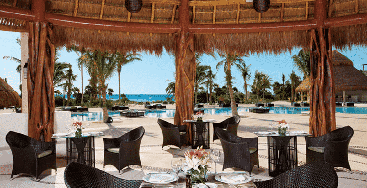 beachfront-dining-resort
