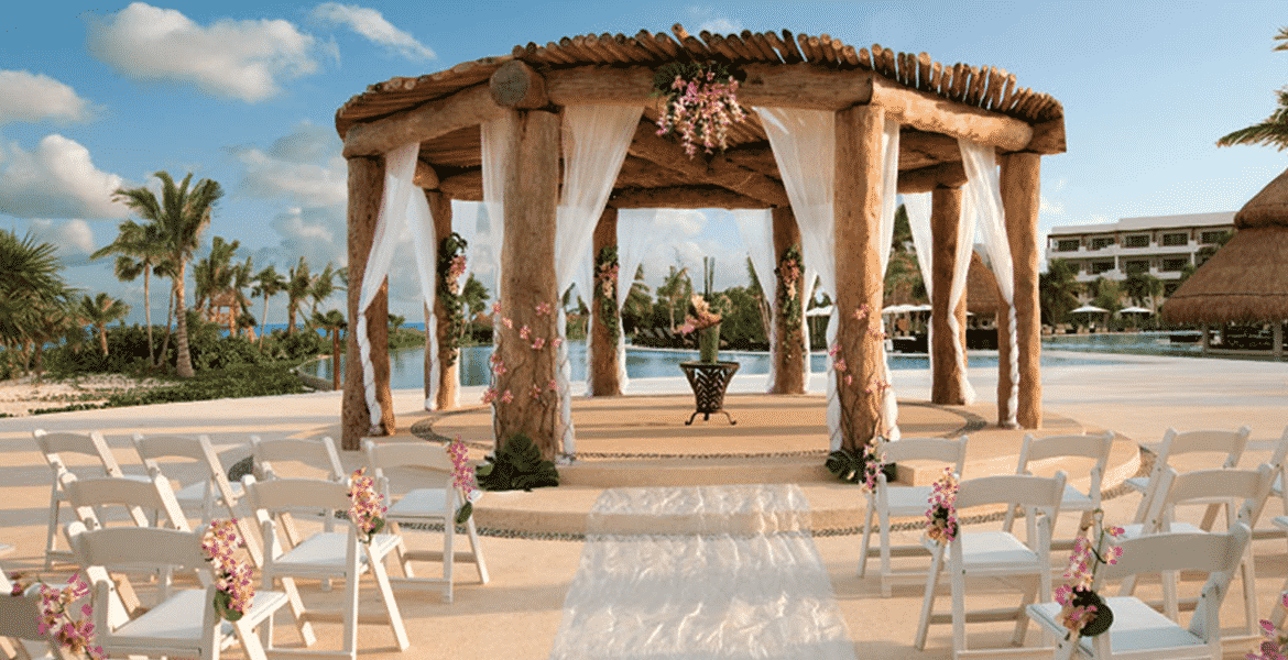 resort-wedding-veranda-beach