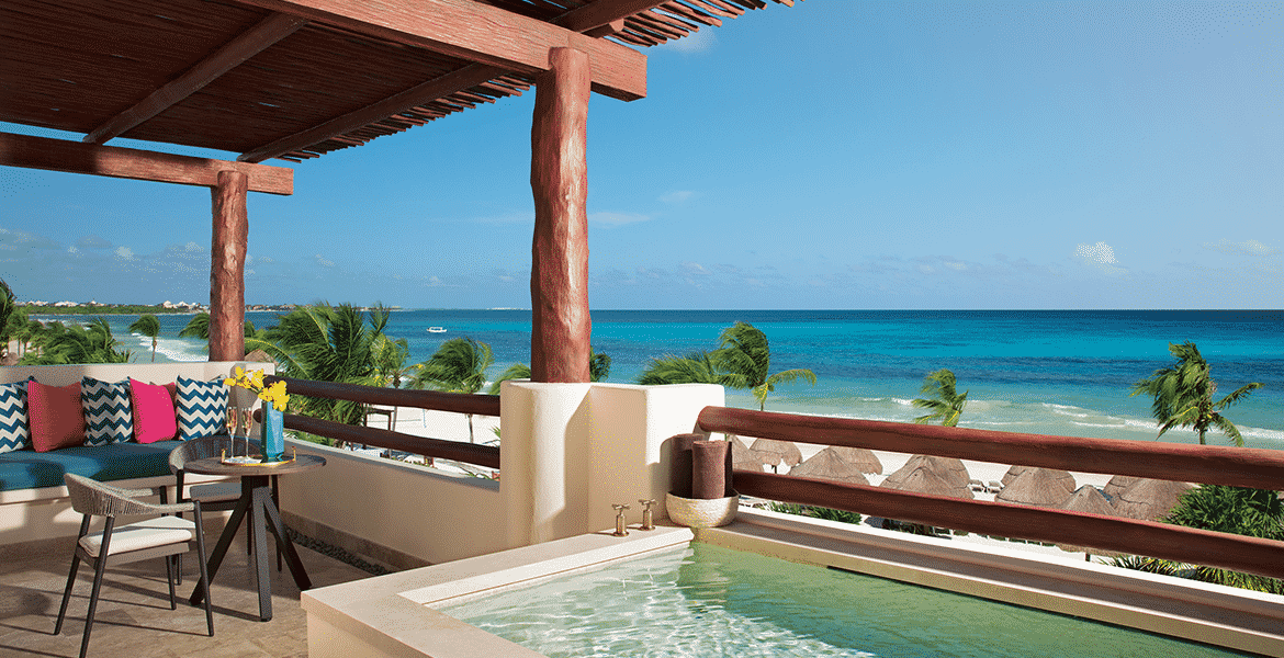 hotel-room-balcony-hot-tub