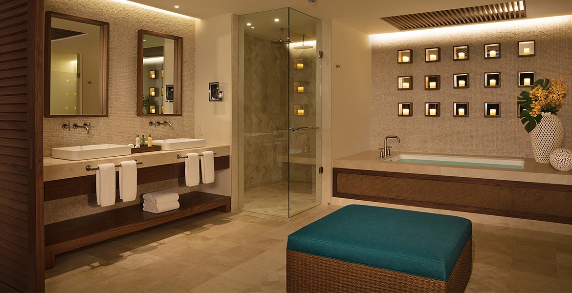 resort-suite-bathroom-tub-sink-towels