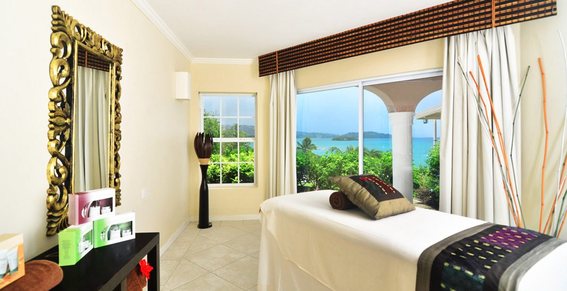 ocean-view-spa-room-with-bed
