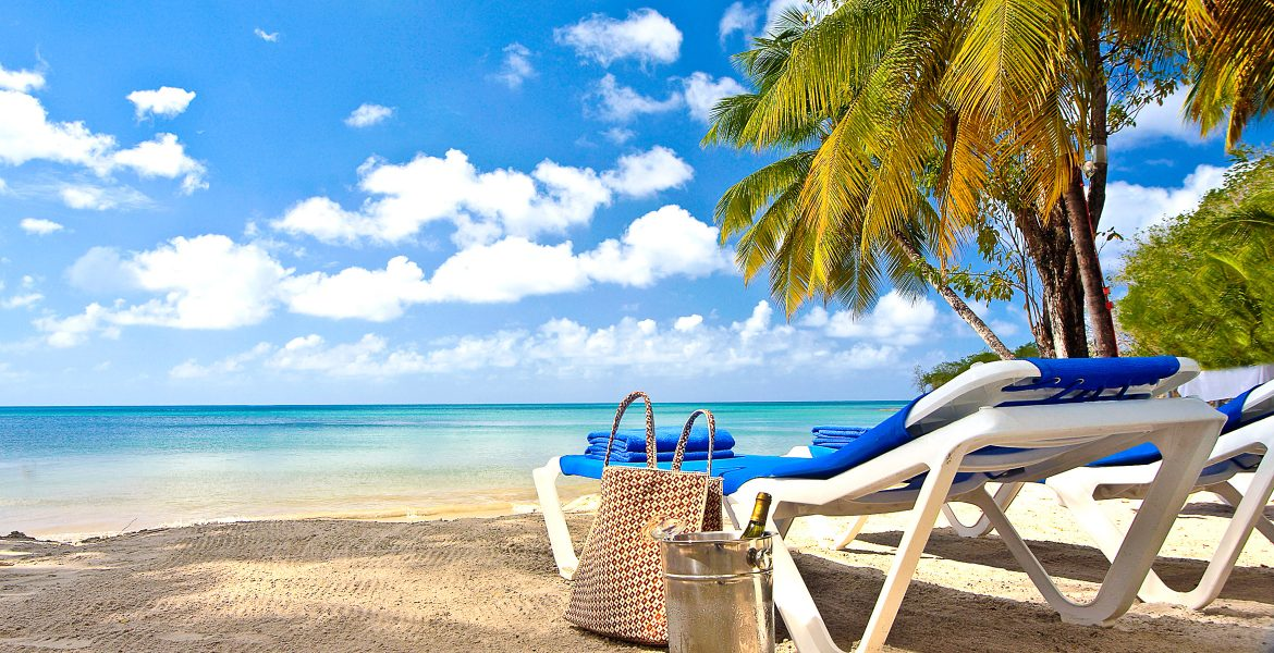 white-sand-beach-blue-water-palm-tree-beach-bag-chair
